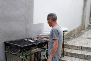 ポルトガルの街中での焼き魚