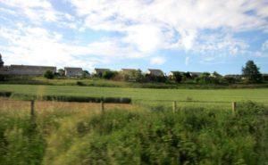車窓から見えるイギリスの田園風景