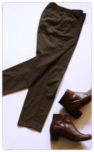 ユニクロのブラウンのパンツとエコーのブラウンのブーツ
