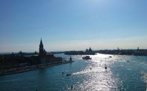 クルージング船から眺めるベネチア港からの景色