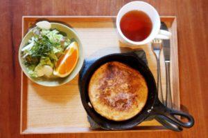 オートミールパンケーキの朝食セット
