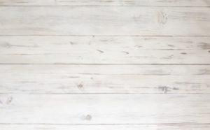 横板の白い板壁